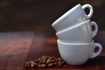 Kawa i filiżanki - czy warto kupić ekspres na kapsułki?